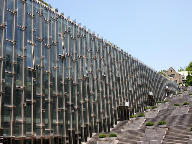 「ドミニクペロー氏」が設計した梨花女子大学の建築物