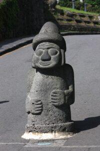 トルハルバンの石像