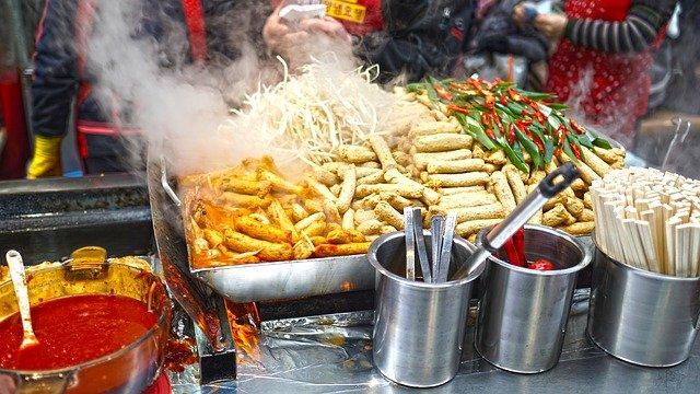 韓国屋台で売られている種類豊富なトッポギ