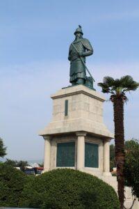 李舜臣将軍の像
